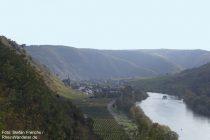 Mosel: Blick Richtung Valwig - Foto: Stefan Frerichs / RheinWanderer.de