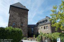 Mosel: Bergfried der Oberburg von Kobern - Foto: Stefan Frerichs / RheinWanderer.de