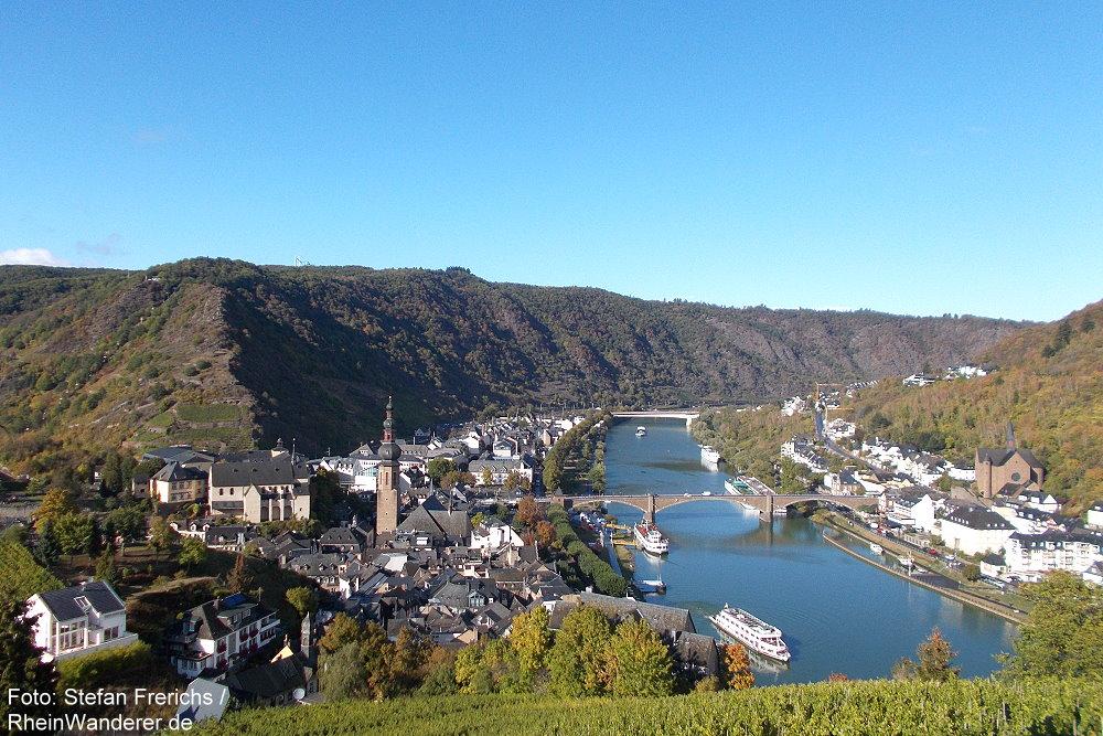 Mosel: Blick von der Reichsburg auf Cochem - Foto: Stefan Frerichs / RheinWanderer.de