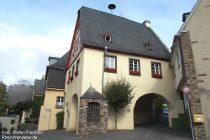 Mosel: Torhaus in Fankel - Foto: Stefan Frerichs / RheinWanderer.de