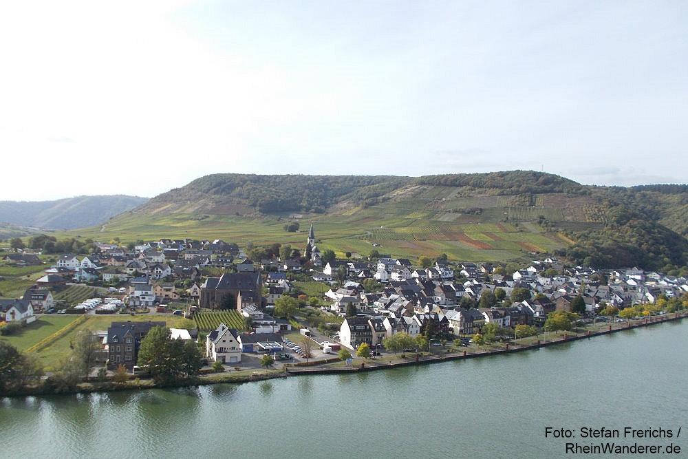 Mosel: Blick auf Ellenz - Foto: Stefan Frerichs / RheinWanderer.de