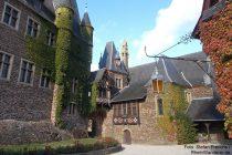 Mosel: Oberer Hof der Reichsburg in Cochem - Foto: Stefan Frerichs / RheinWanderer.de