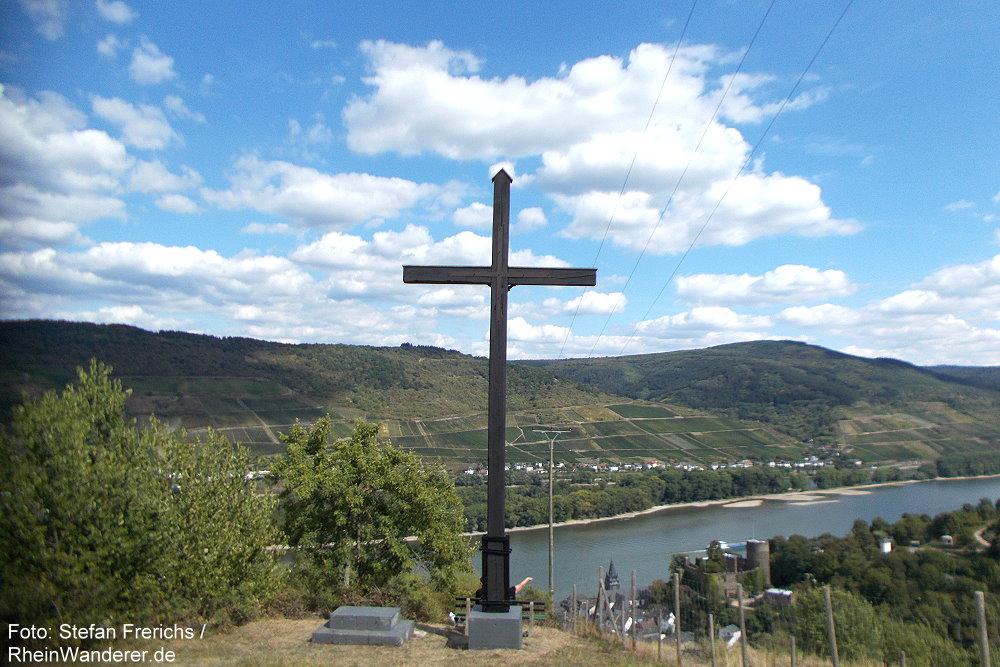 Mittelrhein: Aussichtspunkt Am Kreuz oberhalb von Niederheimbach - Foto: Stefan Frerichs / RheinWanderer.de