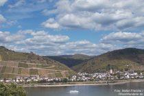 Mittelrhein: Blick auf Lorch und Ruine Nollig - Foto: Stefan Frerichs / RheinWanderer.de