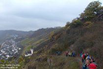 Mosel: Wanderblogger auf dem Laysteig oberhalb von Hatzenport - Foto: Stefan Frerichs / RheinWanderer.de