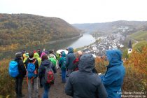 Mosel: Wanderblogger oberhalb von Hatzenport - Foto: Stefan Frerichs / RheinWanderer.de
