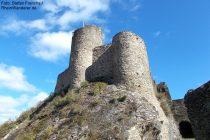 Mosel: Bergfried der Winneburg - Foto: Stefan Frerichs / RheinWanderer.de