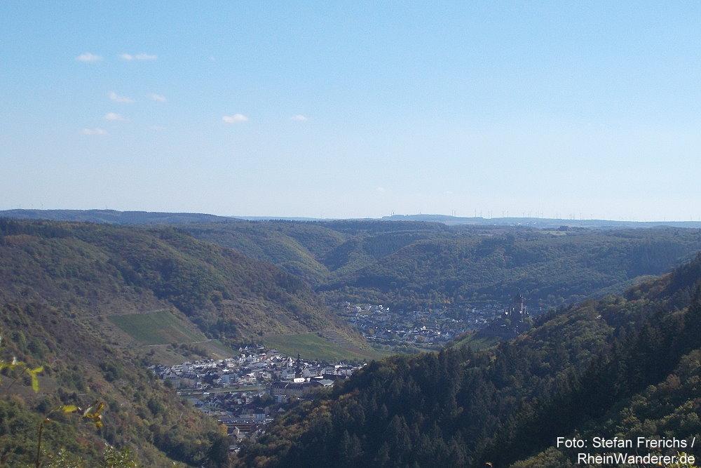 Mosel: Blick von der Winneburg auf Cochem - Foto: Stefan Frerichs / RheinWanderer.de