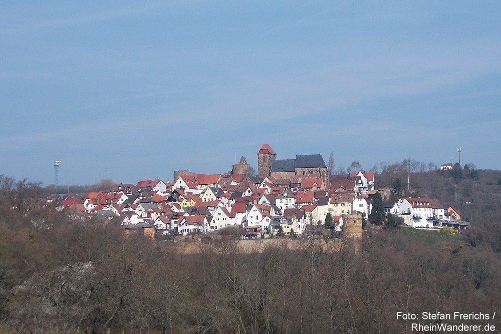 Pfälzerwald: Blick auf Neuleiningen - Foto: Stefan Frerichs / RheinWanderer.de