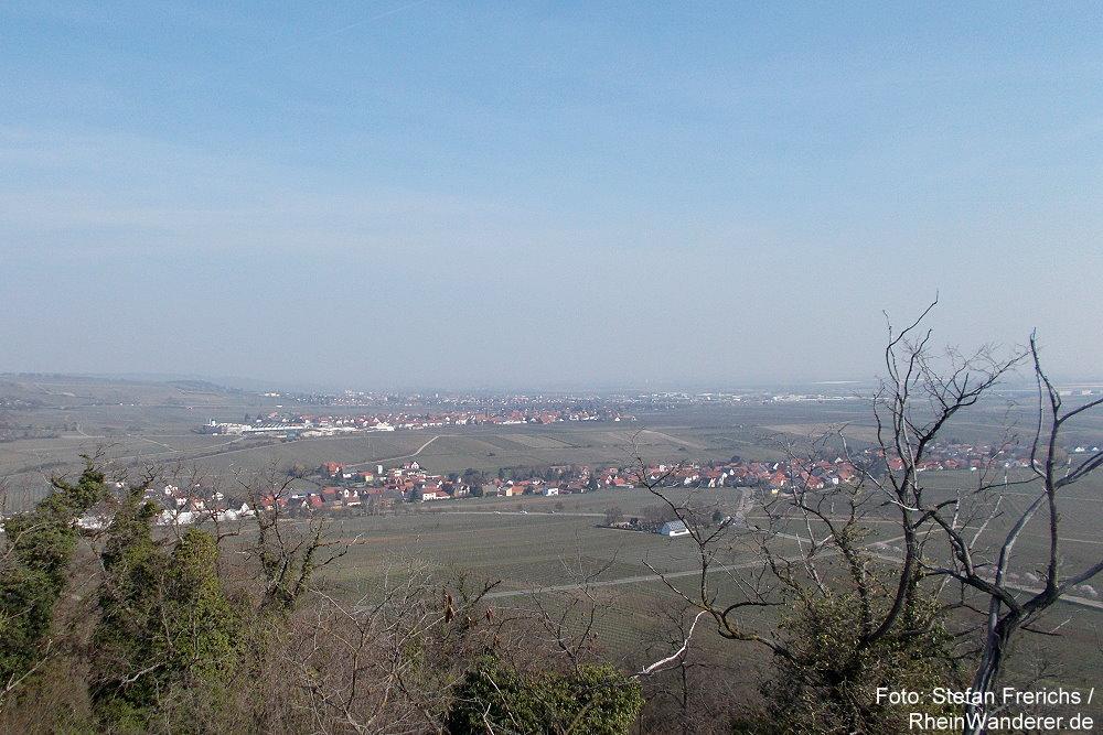 Pfälzerwald: Blick von Burg Battenberg Richtung Grünberg - Foto: Stefan Frerichs / RheinWanderer.de