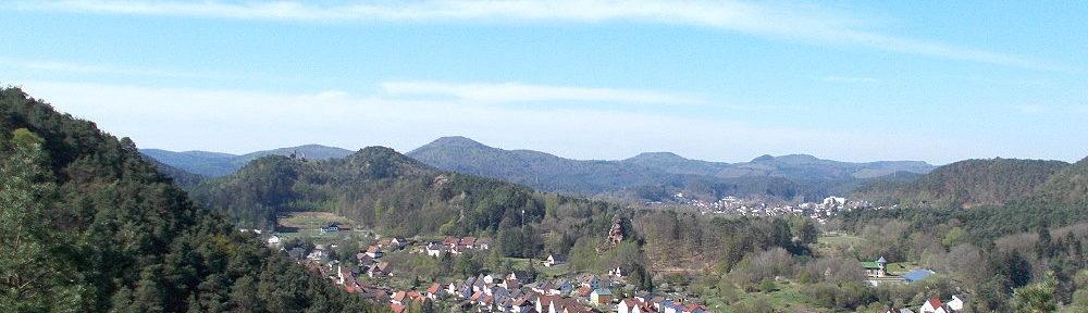 Pfälzerwald: Aussichtspunkt Dorfblick bei Erfweiler - Foto: Stefan Frerichs / RheinWanderer.de