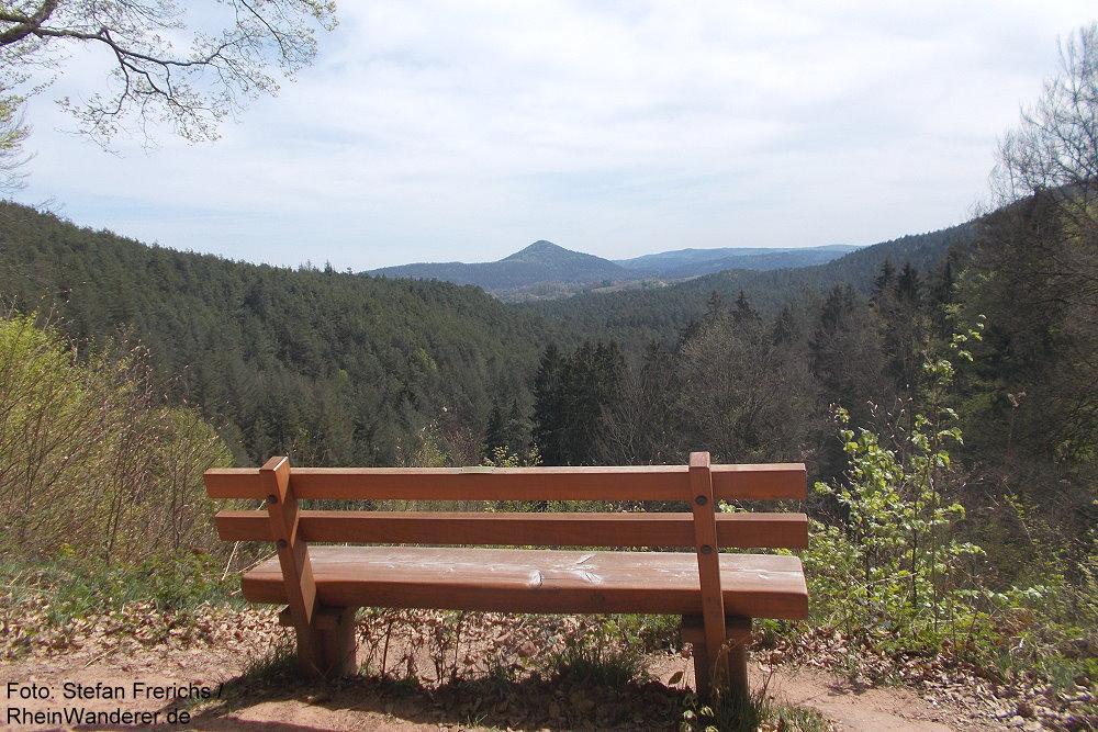 Pfälzerwald: Aussichtspunkt unterhalb des Napoleonsfelsen bei Bruchweiler-Bärenbach - Foto: Stefan Frerichs / RheinWanderer.de