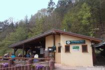 Pfälzerwald: Hütte des Pfälzerwaldvereins (PWV) am Schmalfels - Foto: Stefan Frerichs / RheinWanderer.de