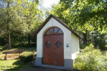 Mittelrhein: Waldkapelle bei Filsen - Foto: Stefan Frerichs / RheinWanderer.de