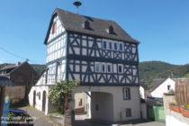 Mittelrhein: Wachport mit Rathaus in Filsen - Foto: Stefan Frerichs / RheinWanderer.de