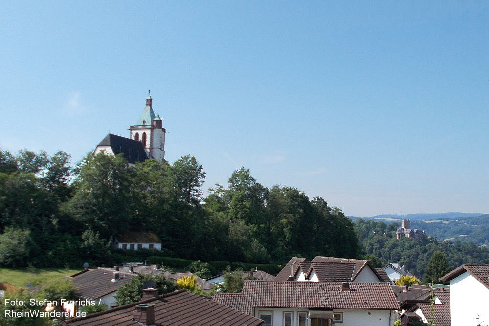 Mittelrhein: Blick auf Allerheiligenbergkapelle und Burg Lahneck - Foto: Stefan Frerichs / RheinWanderer.de