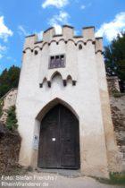 Mittelrhein: Zweites Tor von Burg Lahneck - Foto: Stefan Frerichs / RheinWanderer.de