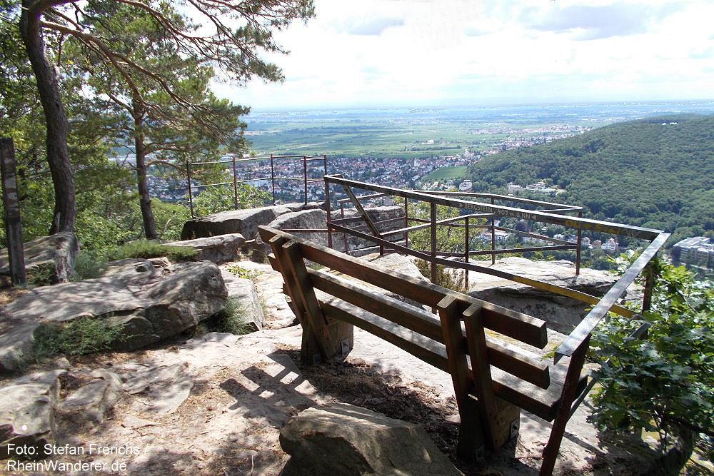 Pfälzerwald: Aussichtspunkt Neustadter Bergstein - Foto: Stefan Frerichs / RheinWanderer.de