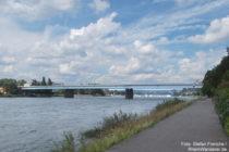 Mittelrhein: Rheinufer bei Koblenz mit Pfaffendorfer Brücke - Foto: Stefan Frerichs / RheinWanderer.de