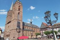 Pfälzerwald: Stiftskirche am Marktplatz in Neustadt - Foto: Stefan Frerichs / RheinWanderer.de