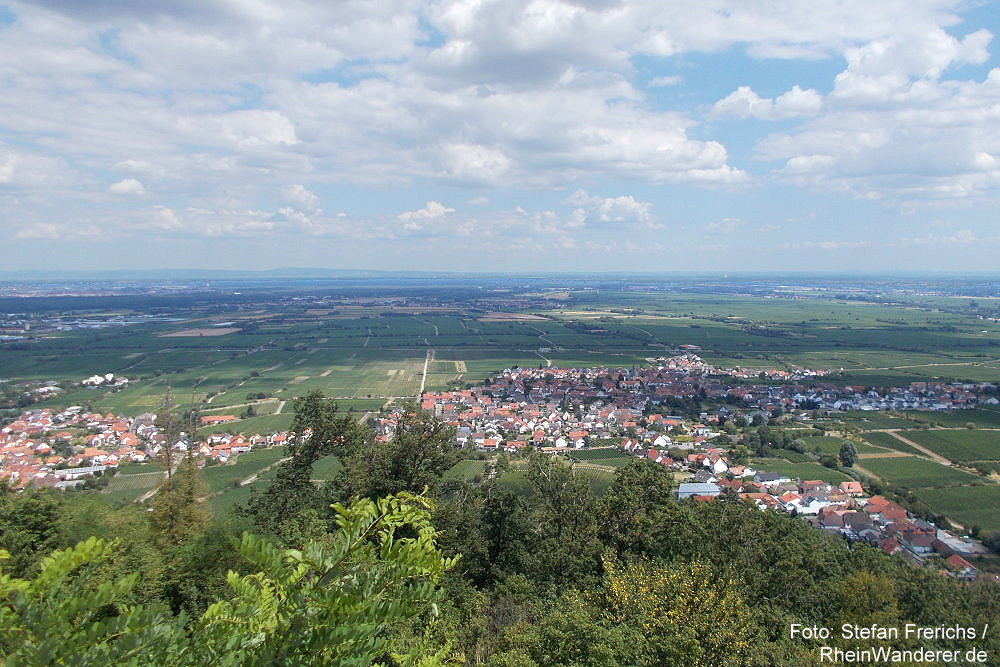 Pfälzerwald: Blick vom Hambacher Schloss - Foto: Stefan Frerichs / RheinWanderer.de