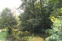 Pfälzerwald: Weiher mit Springbrunnen der Bellachini-Anlage - Foto: Stefan Frerichs / RheinWanderer.de