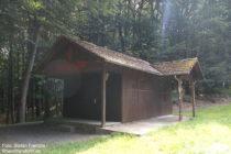 Odenwald: Felsing-Hütte der Waldsportanlage bei Burg Frankenstein - Foto: Stefan Frerichs / RheinWanderer.de