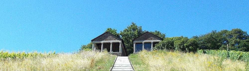Mosel: Treppe zu den römischen Grabkammern bei Nehren - Foto: Stefan Frerichs / RheinWanderer.de