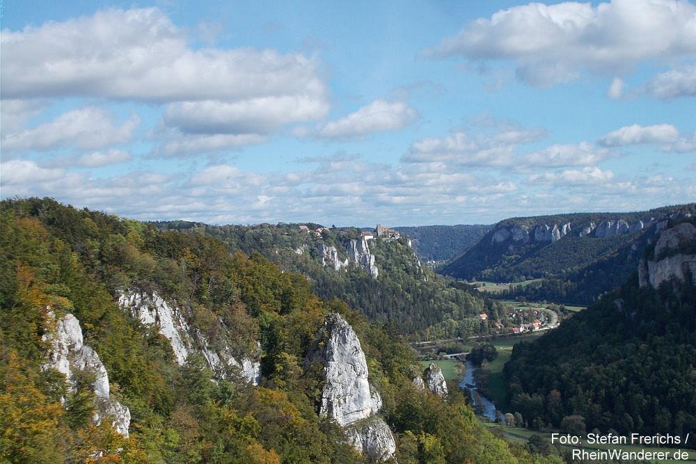 Obere Donau: Eichfelsen-Blick donauabwärts auf Schloss Werenwag - Foto: Stefan Frerichs / RheinWanderer.de