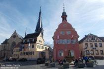 Inselrhein: Rathaus am Marktplatz von Gau-Algesheim - Foto: Stefan Frerichs / RheinWanderer.de