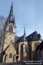 Inselrhein: Sankt-Cosmas-und-Damian-Kirche in Gau-Algesheim - Foto: Stefan Frerichs / RheinWanderer.de