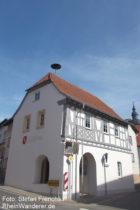 Inselrhein: Rathaus von Appenheim - Foto: Stefan Frerichs / RheinWanderer.de
