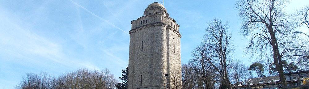 Inselrhein: Bismarckturm von Ingelheim von der Hangseite - Foto: Stefan Frerichs / RheinWanderer.de