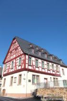 Inselrhein: Altes Rathaus von Rauenthal - Foto: Stefan Frerichs / RheinWanderer.de