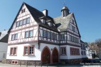 Hunsrück: Gemeindehaus von Mengerschied - Foto: Stefan Frerichs / RheinWanderer.de