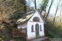 Inselrhein: Kapelle am Neuen Weg bei Rauenthal - Foto: Stefan Frerichs / RheinWanderer.de
