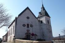 Inselrhein: Sankt-Johannes-Evangelist-Kirche in Großwinternheim - Foto: Stefan Frerichs / RheinWanderer.de