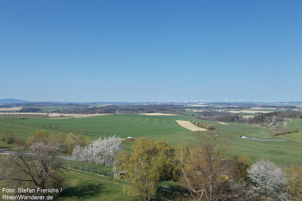 Hunsrück: Blick vom Bismarckturm nach Westen - Foto: Stefan Frerichs / RheinWanderer.de