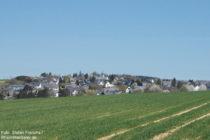 Hunsrück: Blick auf Sargenroth - Foto: Stefan Frerichs / RheinWanderer.de