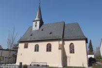 Inselrhein: Sankt-Bartholomäus-Kirche in Schwabenheim - Foto: Stefan Frerichs / RheinWanderer.de
