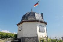Inselrhein: Weinberghäuschen unterhalb der Bubenhäuser Höhe - Foto: Stefan Frerichs / RheinWanderer.de