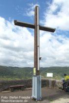 Mosel: Gipfelkreuz auf dem Petersberg - Foto: Stefan Frerichs / RheinWanderer.de