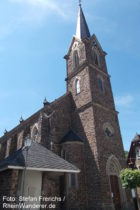 Mosel: Sankt-Peter-und-Paul-Kirche in Neef - Foto: Stefan Frerichs / RheinWanderer.de