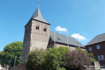 Niederrhein: Sankt-Aldegundis-Kirche in Leverkusen-Rheindorf - Foto: Stefan Frerichs / RheinWanderer.de