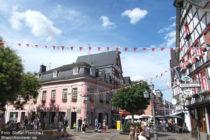 Ahr: Marktplatz mit Altem Rathaus in Ahrweiler - Foto: Stefan Frerichs / RheinWanderer.de
