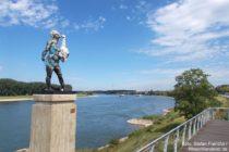 Niederrhein: Leda-Statue an der Rheinpromenade in Monheim - Foto: Stefan Frerichs / RheinWanderer.de