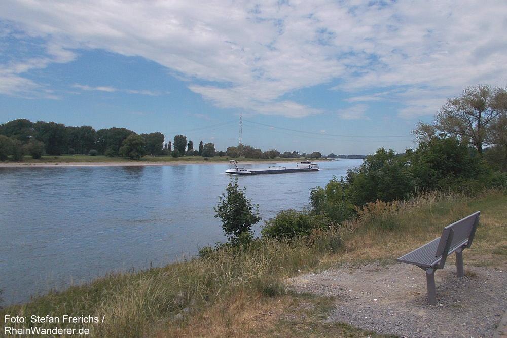 Niederrhein: Blick rheinabwärts bei Baumberg - Foto: Stefan Frerichs / RheinWanderer.de