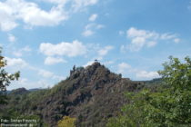 Ahr: Blick auf Burg Are bei Altenahr - Foto: Stefan Frerichs / RheinWanderer.de