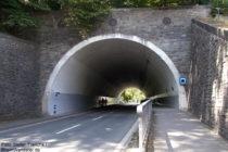 Ahr: Wanderweg am Engelsley-Straßentunnel von Altenahr - Foto: Stefan Frerichs / RheinWanderer.de