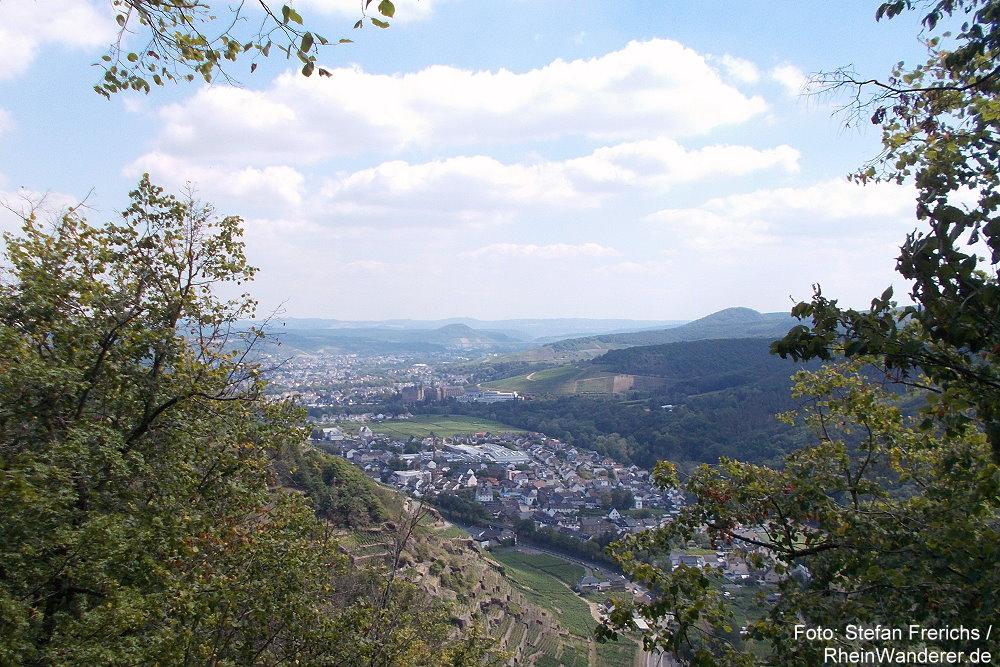 Ahr: Habichtsblick auf Walporzheim und Bad Neuenahr-Ahrweiler - Foto: Stefan Frerichs / RheinWanderer.de